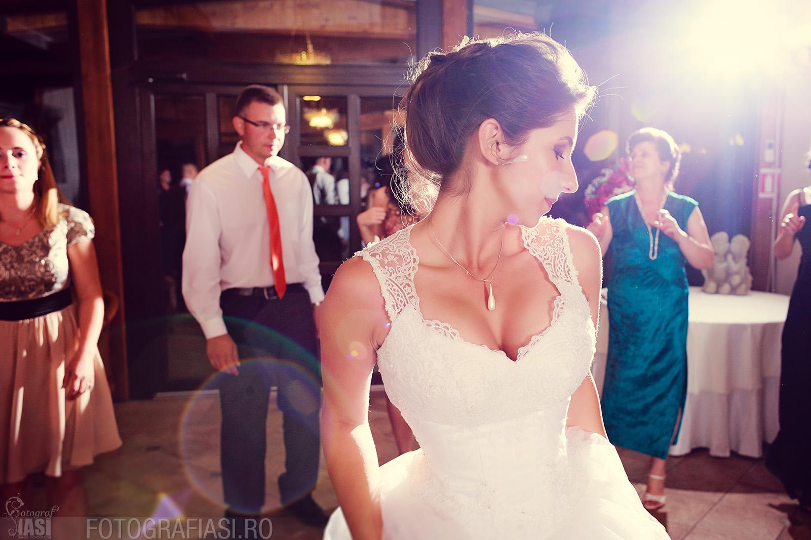 fotografie de nunta realizata folosind multiple surse de lumina