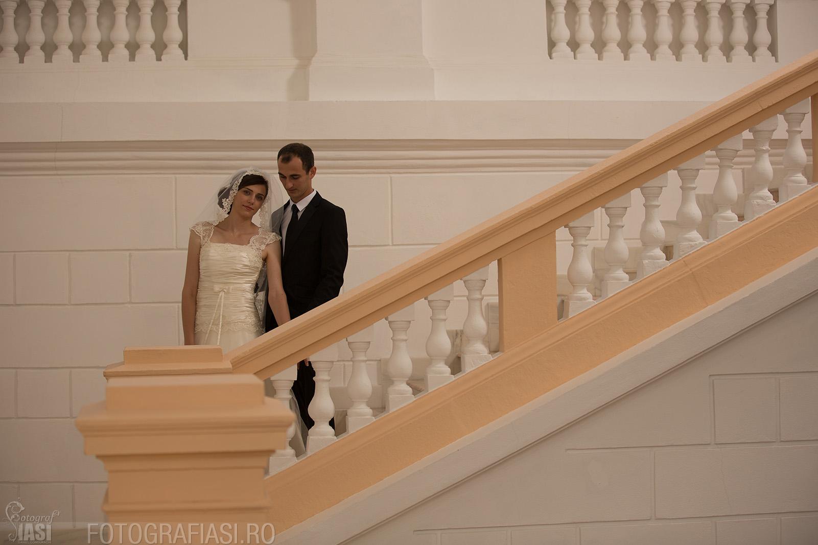 fotografie de nunta fara lumina de studio din lateral