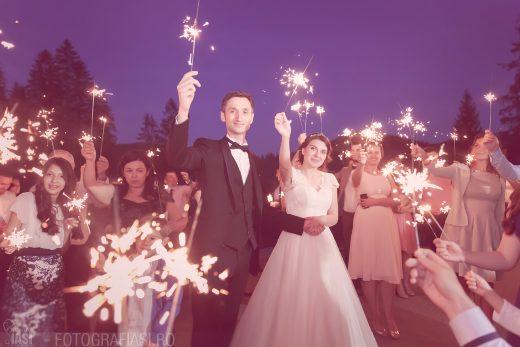 Emma + Paul – fotografii nunta si sedinta foto in Radauti – restaurant Cetinita Sucevita